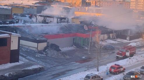 Причиной крупного пожара в Первоуральске мог стать поджог
