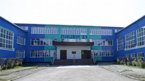 В Первоуральске школьница прыгнула с крыши лицея №21