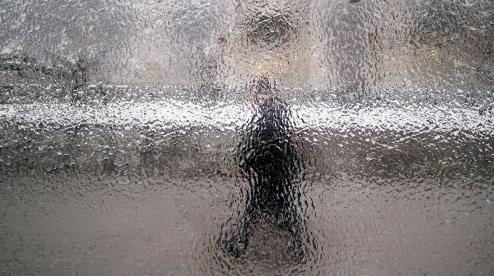 МЧС предупреждает первоуральцев о мокром снеге и гололеде