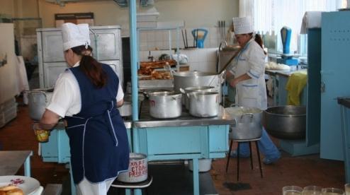 В Первоуральске в школе №3 с нарушением готовили еду детям