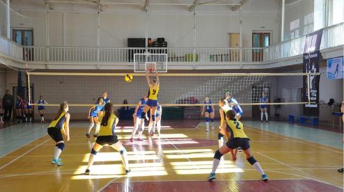 В Первоуральске прошли соревнования по волейболу «Уральские Самоцветы»