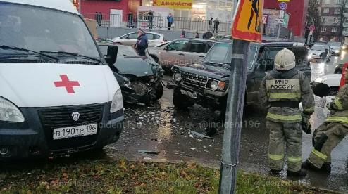В Первоуральске в серьезной аварии пострадал грудной ребенок. Видео