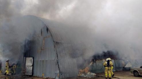 В Первоуральске при пожаре на предприятии пострадал мужчина