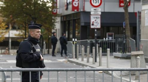 В Париже могут ввести комендантский час из-за COVID-19