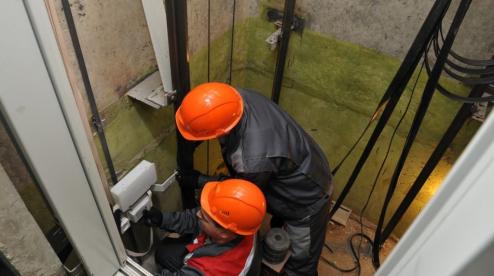 В Первоуральске продолжат замену лифтов