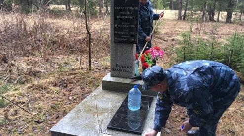 В Первоуральске сотрудники ГУФСИН привели в порядок захоронение фронтовика