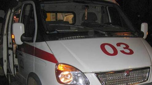 В Первоуральске девушка выпала из окна дома. Видео