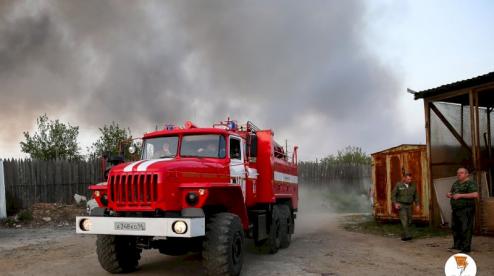 В Первоуральске произошел крупный пожар в частном секторе (ВИДЕО)