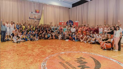 Завершился чемпионат по баскетболу среди заводских комманд