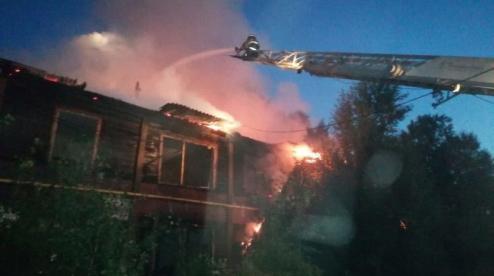 В микрорайоне Талица горел заброшенный барак