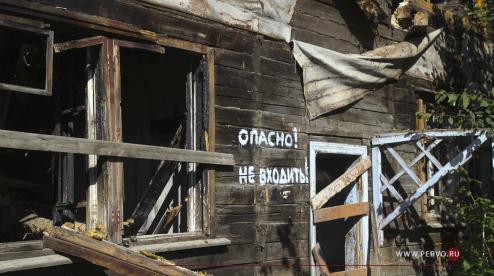 На улице Зои Космодемьянской сносят аварийный дом. Видео