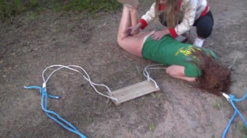 В июле 2019 года 12-летняя девочка, находясь на детской площадке во дворе дома по ул. Суворова в Каменске-Уральском, сильно травмировалась.