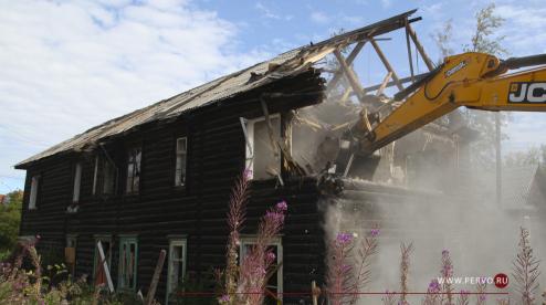На улице Свердлова снесли аварийный дом