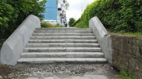 На проспекте Ильича отремонтировали лестницу, но не сделали пандус
