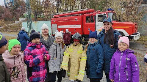 В Первоуральске сотрудники 10 пожарно-спасательного отряда приехали к школьникам