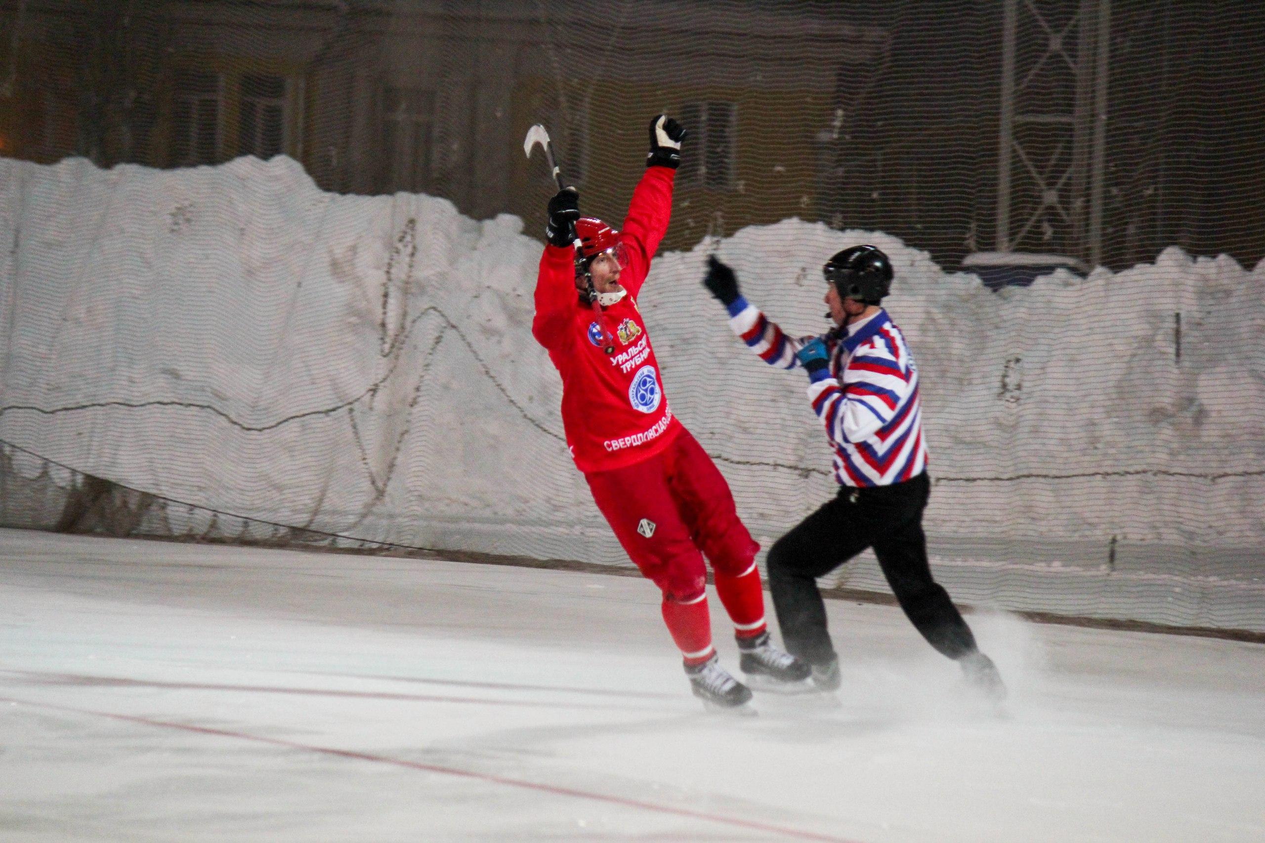Хоккеисты «Уральского трубника» на своём льду взяли верх над динамовцами Казани