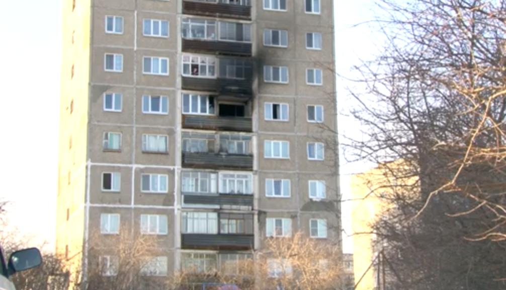 В первоуральской девятиэтажке произошёл пожар. Огонь повредил 3 квартиры