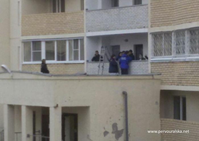 В Первоуральске с подъездной лоджии 16 этажа выпал мальчик