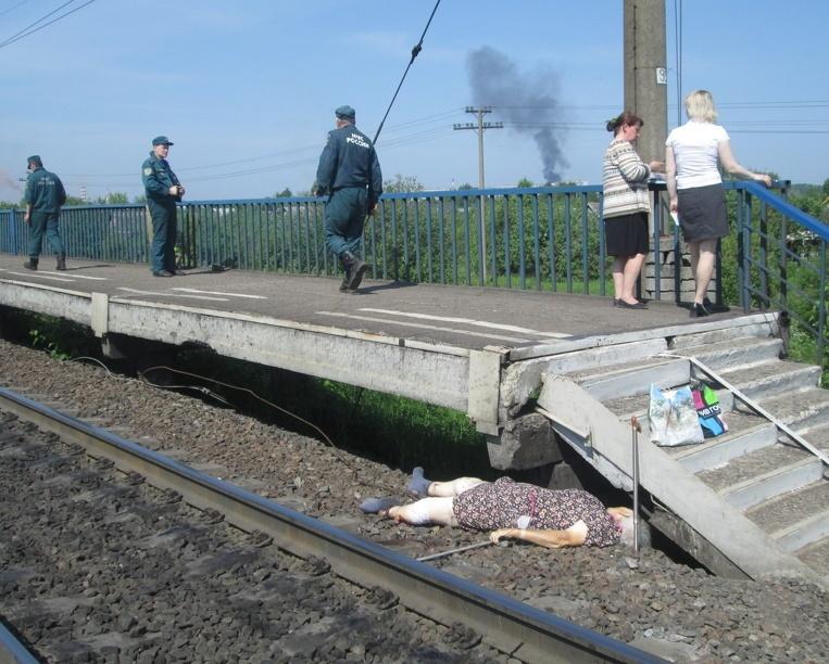 Под Первоуральском под колесами электрички погибла пьяная женщина