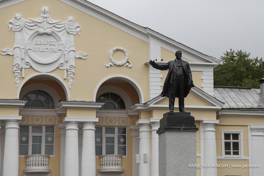 В Первоуральске памятнику Ленину вернули на место оторванную голову