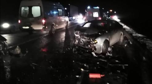 Под Первоуральском произошло лобовое столкновение двух авто, пострадали пять человек