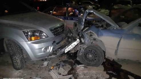 В Первоуральске водитель уходя от погони ГИБДД разбил два внедорожника
