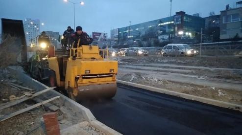 Набережную Первоуральска асфальтировали, когда шел снег
