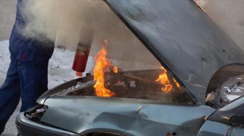 Накануне вечером в Первоуральск загорелся ВАЗ