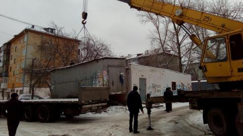 Незаконно установленные гаражи демонтируют с улиц Первоуральска