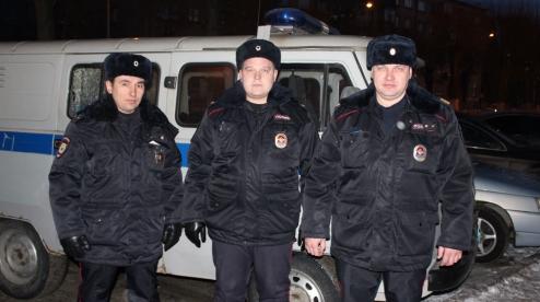 Полицейские спасли четырёх человек из горящего дома в Первоуральске