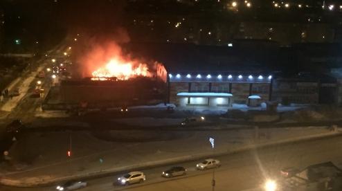 Новый магазин «Пятёрочка» в Первоуральске выгорел полностью. Видео